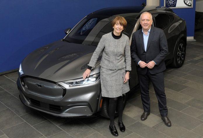 image 1 42 696x472 - Oberbürgermeisterin Reker zu Besuch bei den Ford-Werken
