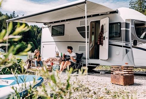 sunlight reisemobil festyle 490x333 - Last-Minute-Ziele für Camper in der Hochsaison - online reservieren / Freie Plätze bei PiNCAMP direkt buchbar /Buchungslücken der ADAC Wohnmobilvermietung nutzen / Auf Campingplätzen mit der CKE sparen
