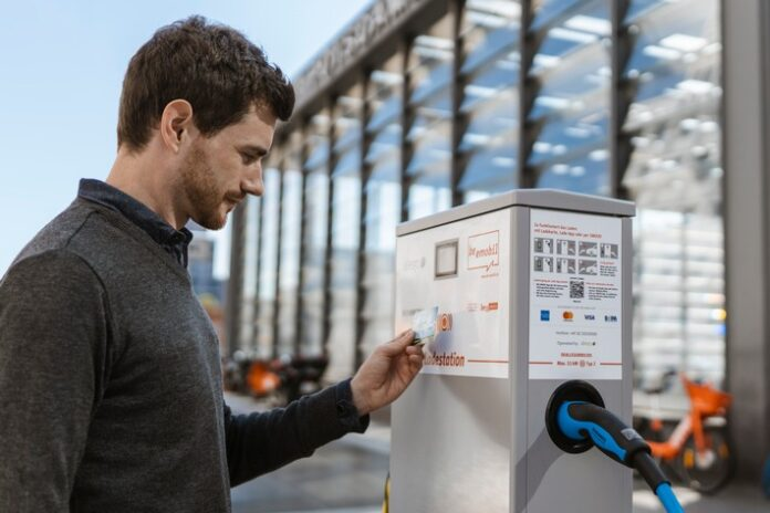 image 1 188 696x464 - Spontan das E-Auto laden: Kartenzahlung entspricht den Gewohnheiten von Elektromobilisten